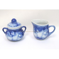LOT POT A LAIT ET SUCRIER EN CERAMIQUE DECOR FRUITS COLORIS BLEU