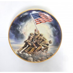 """ASSIETTE COLLECTOR """"RAISING OF THE FLAG ON IWO JIMA"""" NUMEROTE"""